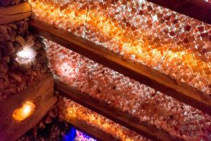Sufit groty solnej - samo zdrowie w ciekawej aranżacji