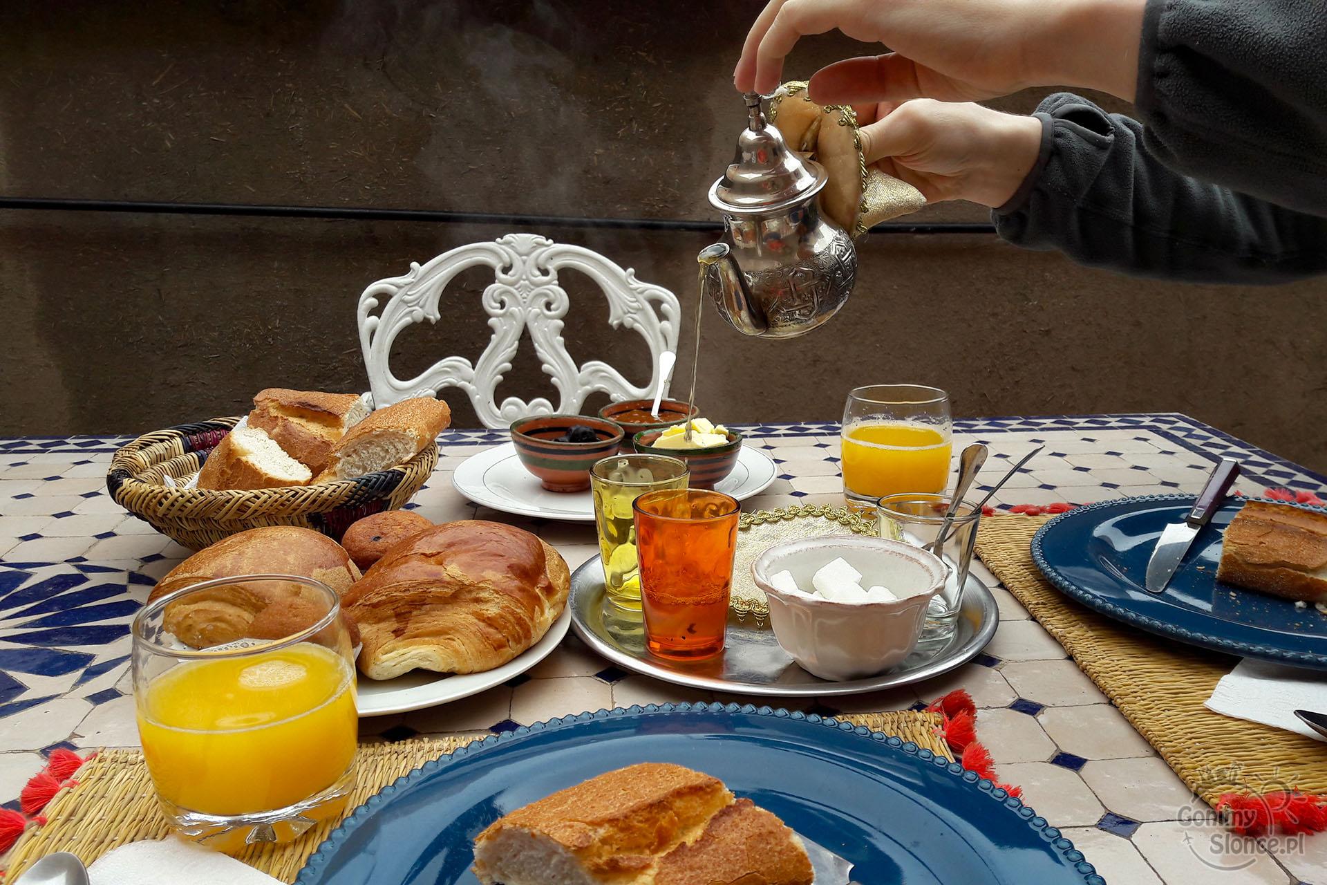 Riad w Marrakeszu, śniadania na dachu
