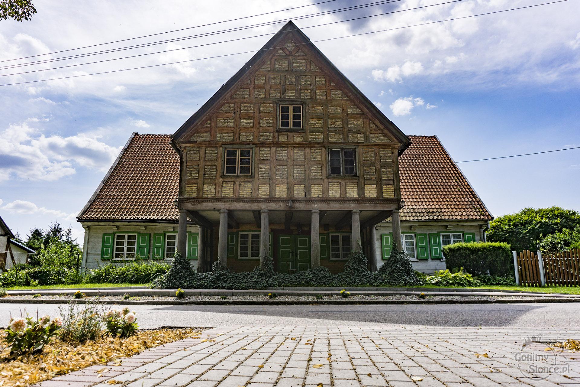 Dom podcieniowy - Żuławy rowerem