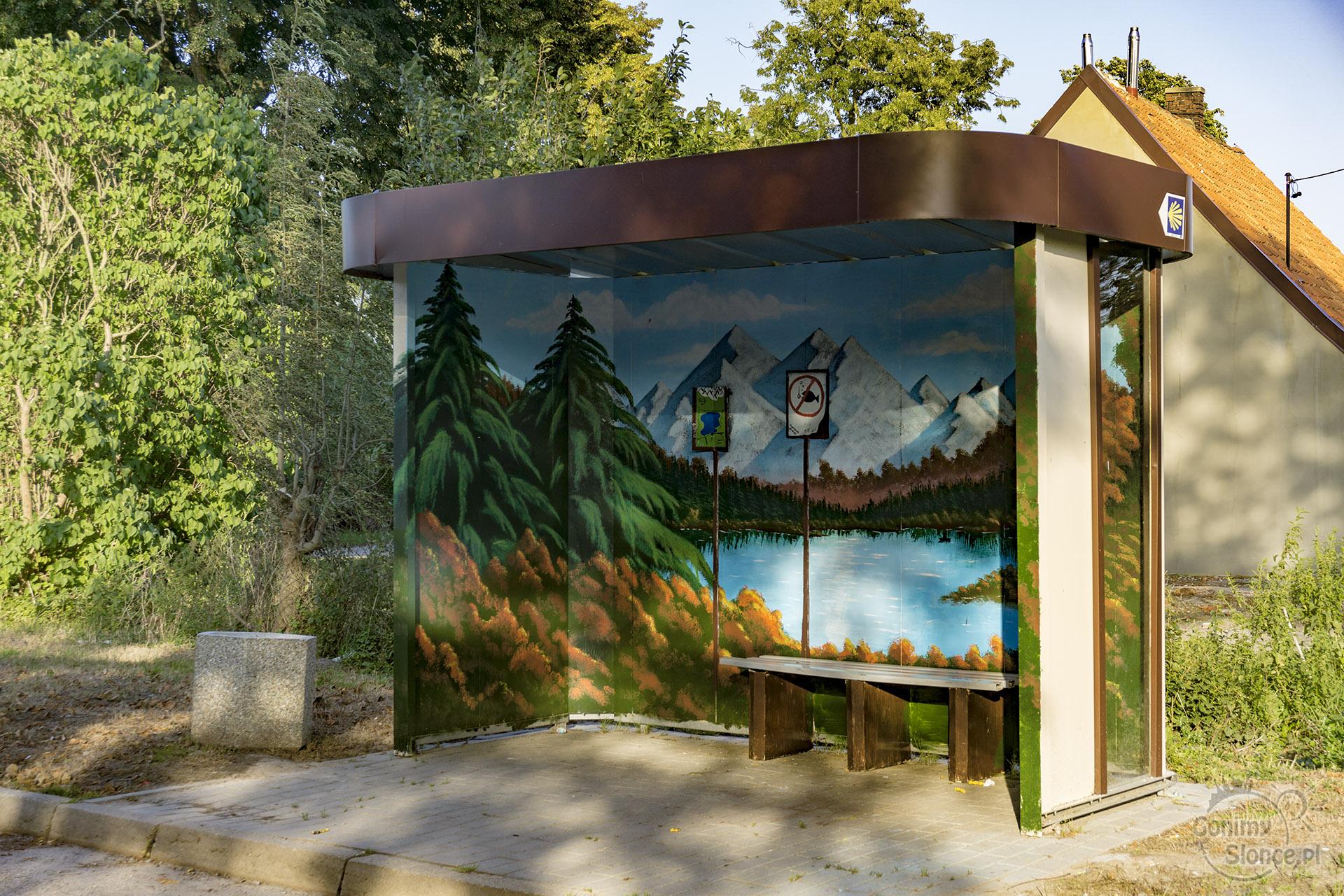 Rowerem po Żuławach, malowane przystanki