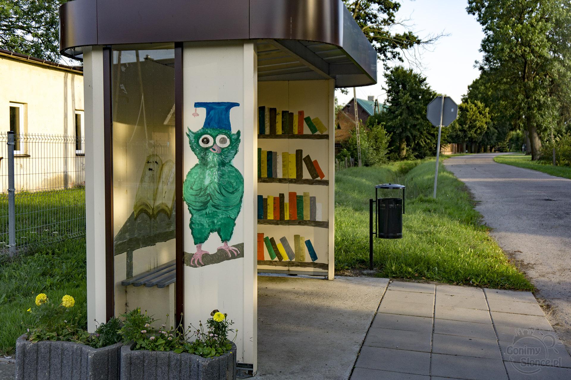 Żuławy - malowane przystanki autobusowe