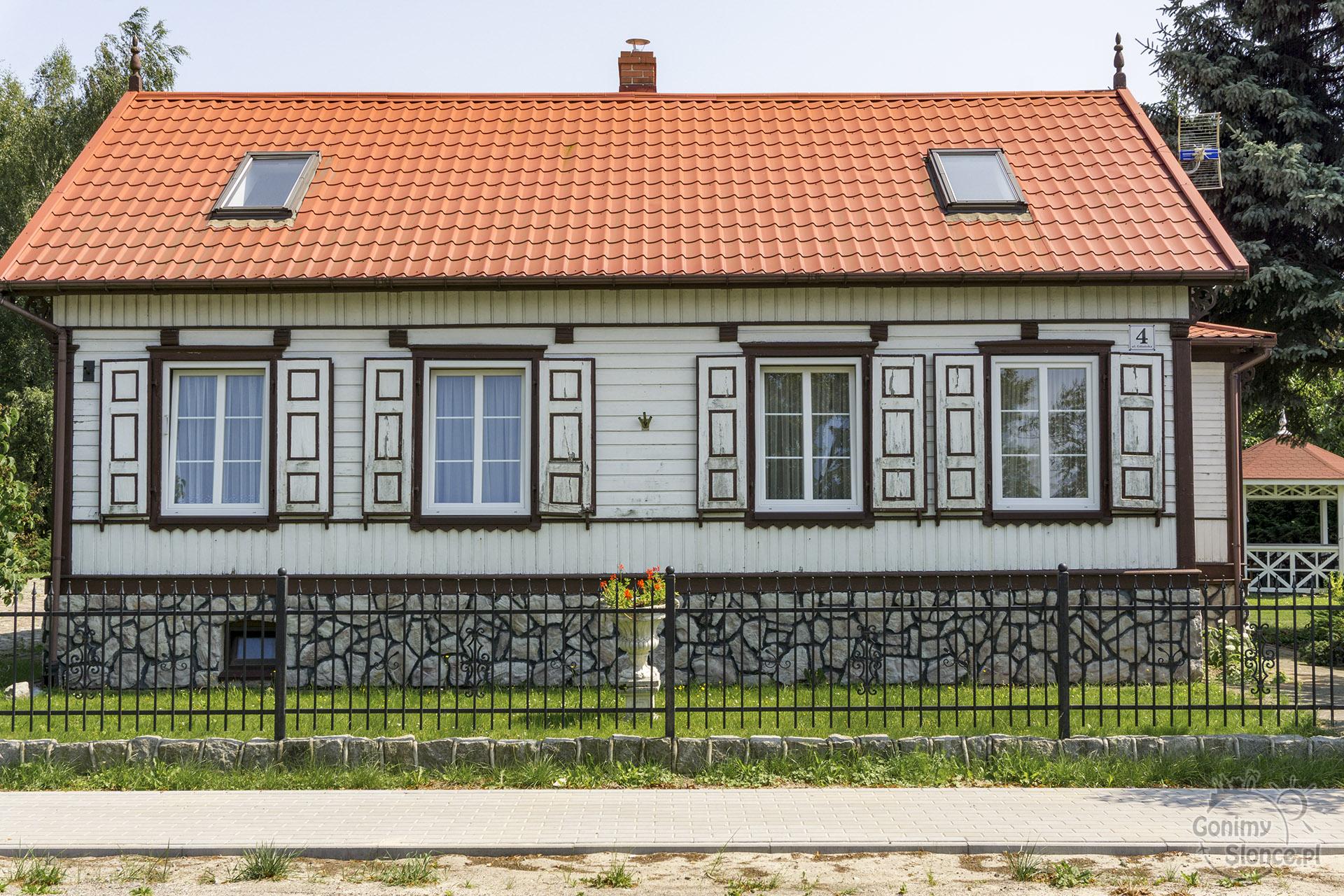Żuławy, dom z okiennicami