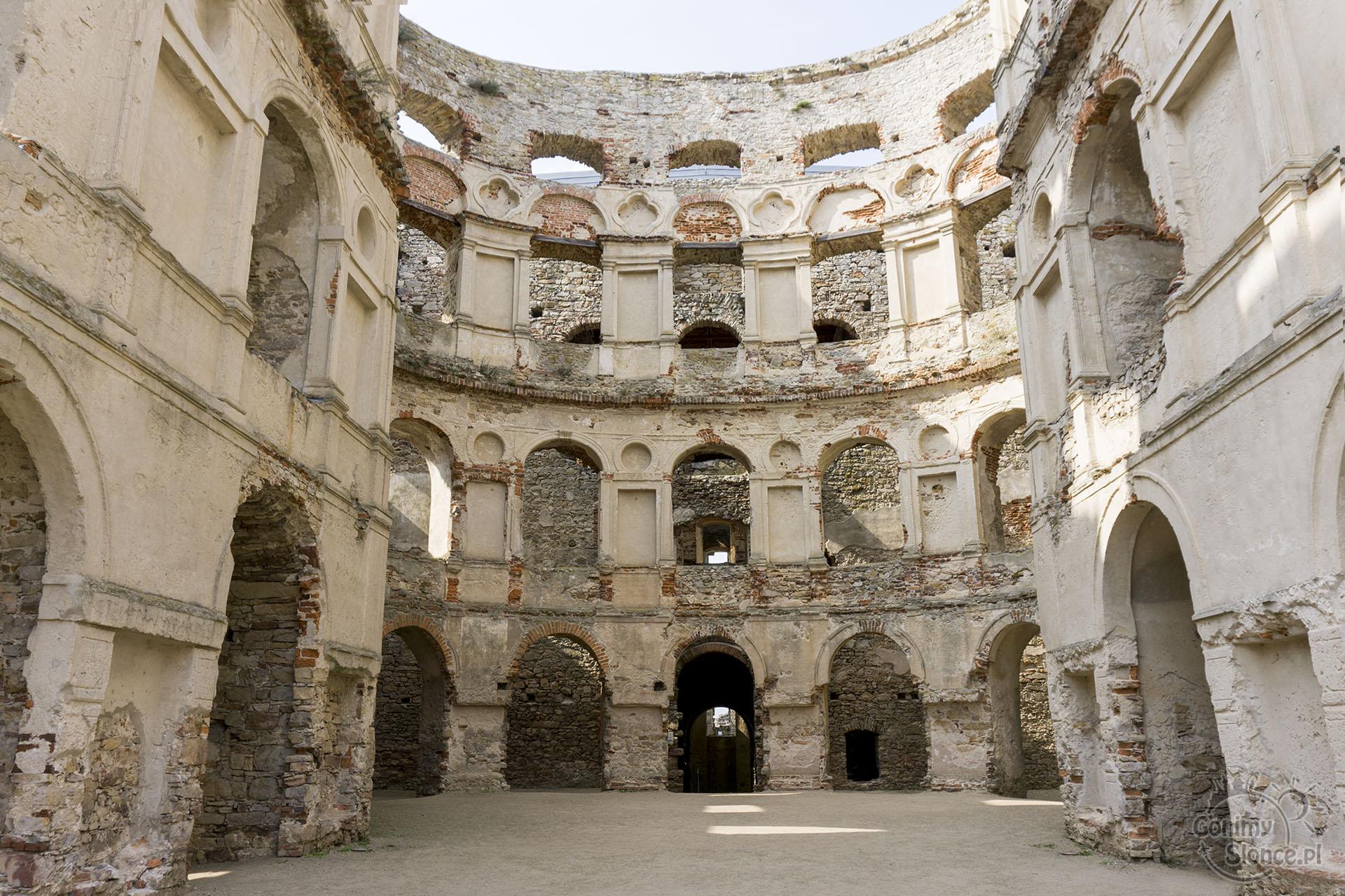 Polska nieoczywista, Zamek Krzyżtopór - ruiny