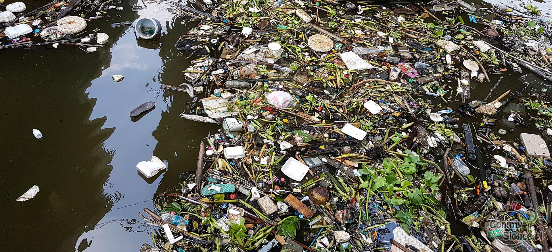 Eko podróżowanie - odpowiedzialne podróżowanie - śmieci i plastik wokół nas