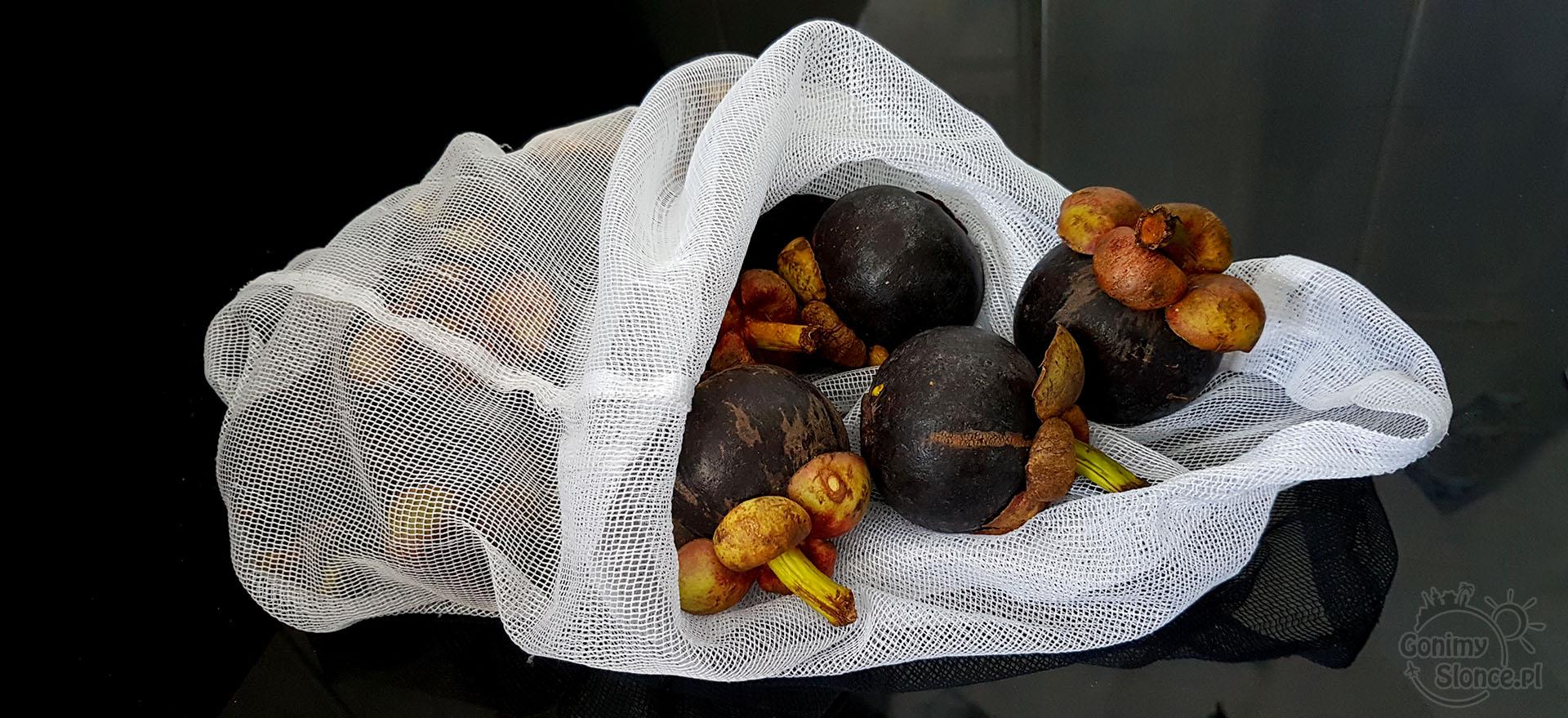 Eko w podróży i poza domem - worek z firanki na owoce i warzywa