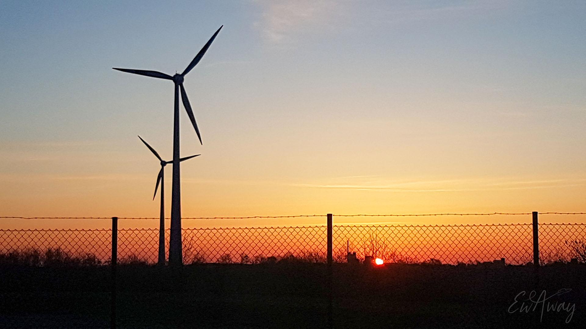Koronawirus i pandemia. Wschód słońca na granicy polsko-niemieckiej