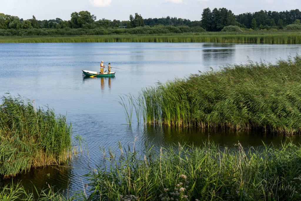Wędkarze na jeziorze (Jezioro Biskupińskie)