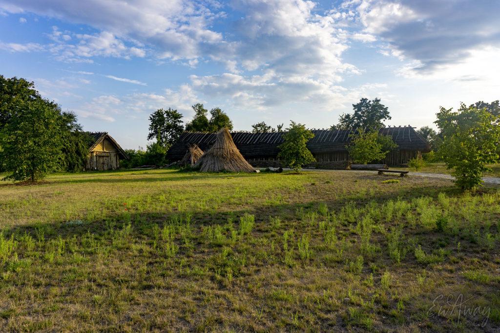 Osada neolityczna - wioska historyczna w Biskupinie