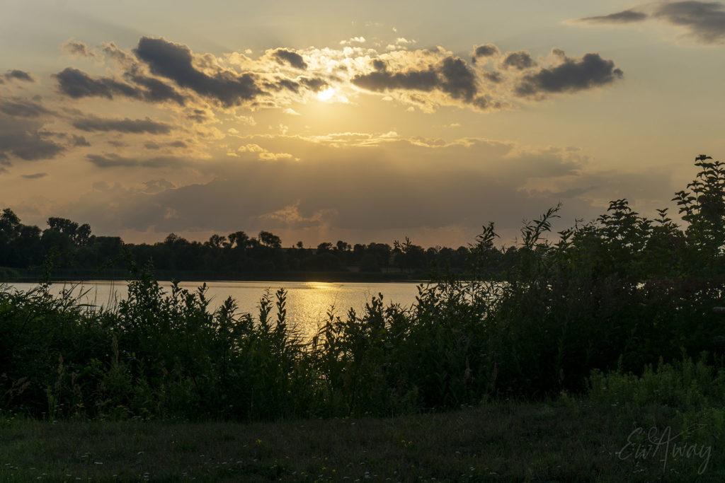 Zachód słońca nad Jeziorem Biskupińskim