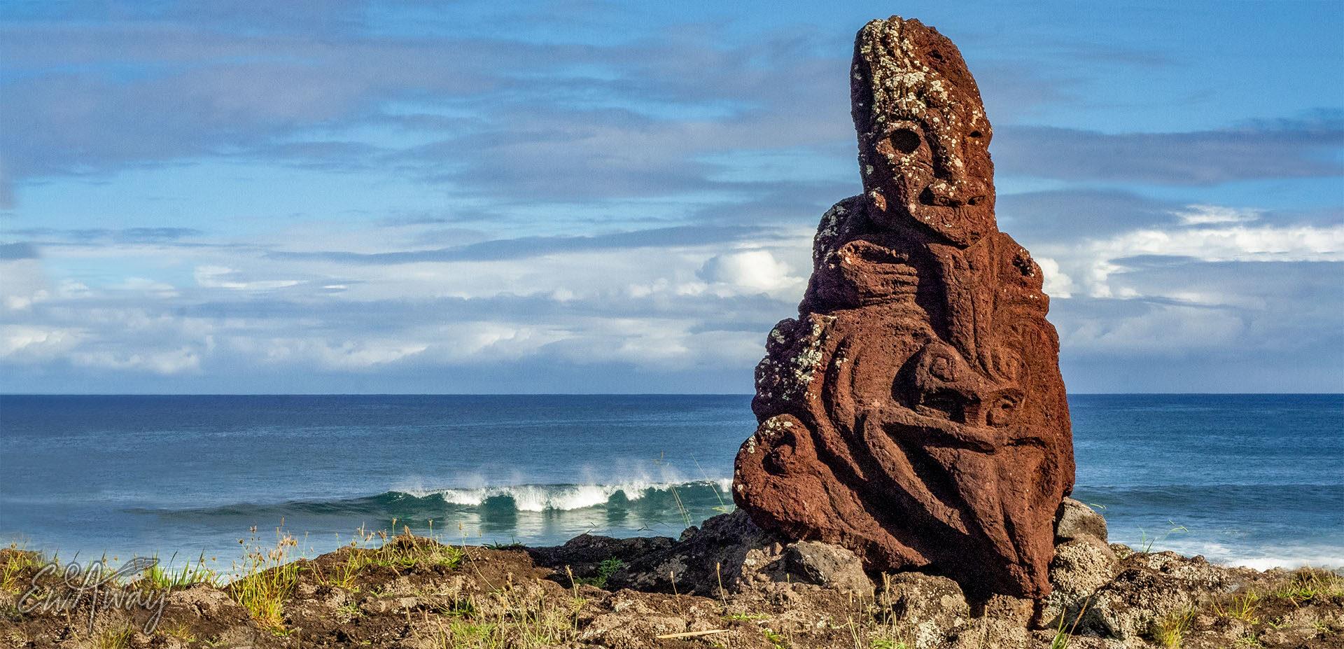Wyspa Wielkanocna, Ocean Spokojny i kamienne rzeźby
