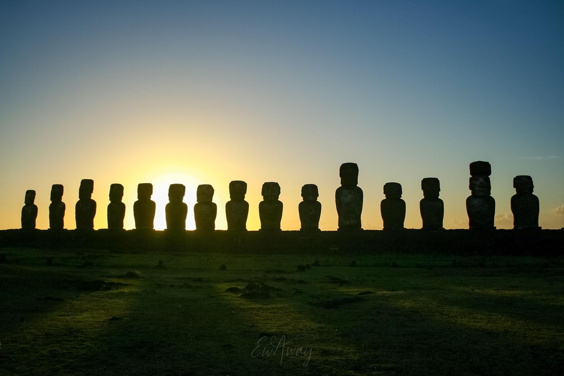 Wschód słońca na Wyspie Wielkanocnej - Ahu Tongariki